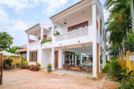 Double Storey Delightful 2 Br Villa Close to Beach
