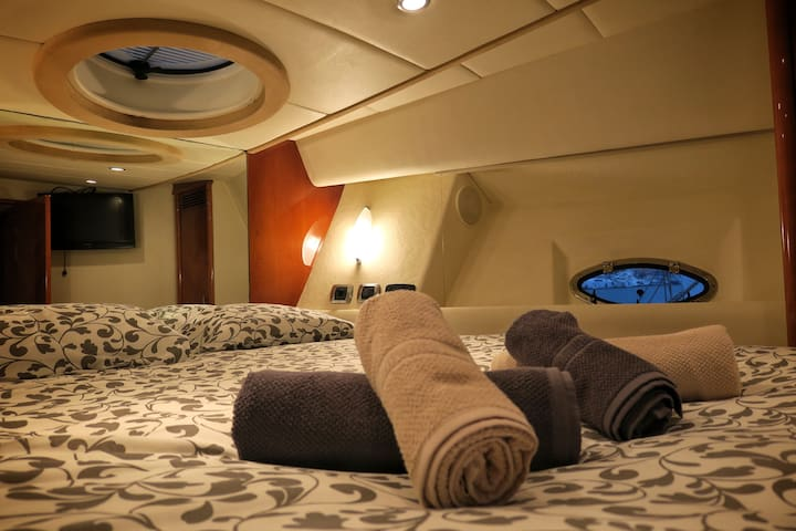 Living and sleeping in a luxury yacht - Sitges - Boat