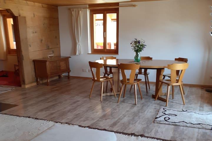 Sonnige Wohnung im totalrenovierten Bergbauernhaus