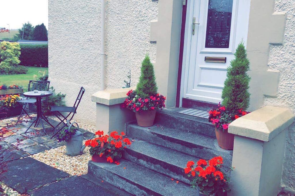 Side entrance to apartment