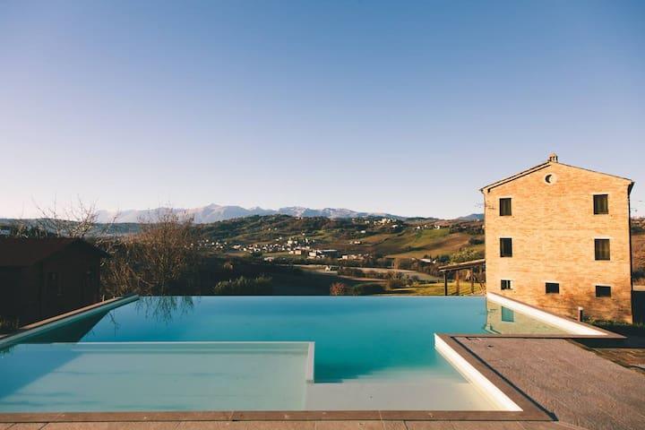 villa affacciata sui monti Sibillini - Loro Piceno - Haus
