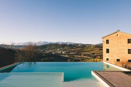 villa affacciata sui monti Sibillini - Loro Piceno - Casa