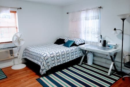 One master bedroom near Q10,Q24 BUS STOP, A train