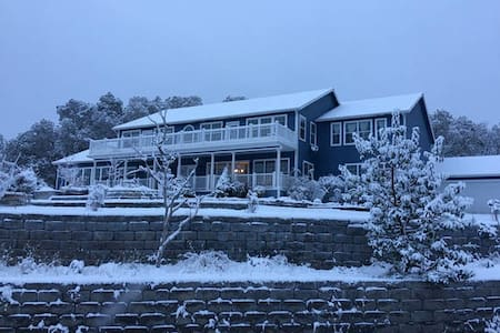 Executive & Nature Retreat Mountain View Room#