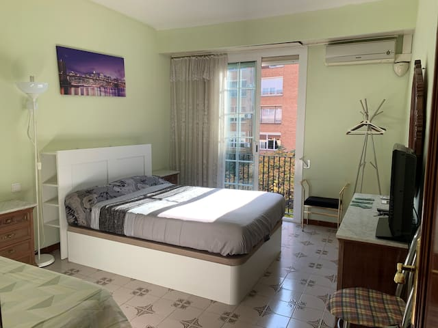 Grande DOUBLE ROOM WITH 2 BEDS and TV