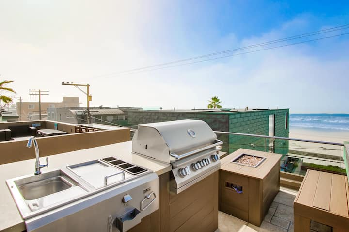 Ocean Views With Private Rooftop Deck!