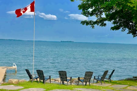 *Moon Point* Simcoe Lakefront Cottage