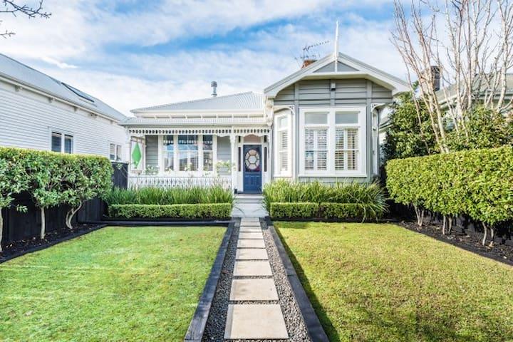 Lovely Herne Bay Villa - Auckland