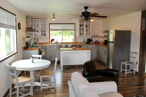 Farm stay & animals on beautiful country property