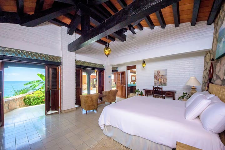Spacious bedrooms with Mexican layout details