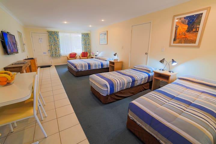 Emu Point Motel - Deluxe Studio Apartment