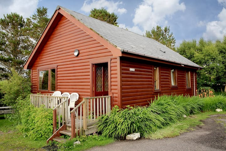 Cosy Lodge, sleeps 5- Nr Arisaig & the Beach - Arisaig - Stuga