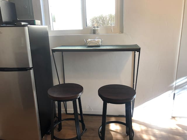 Dining bar table or work station