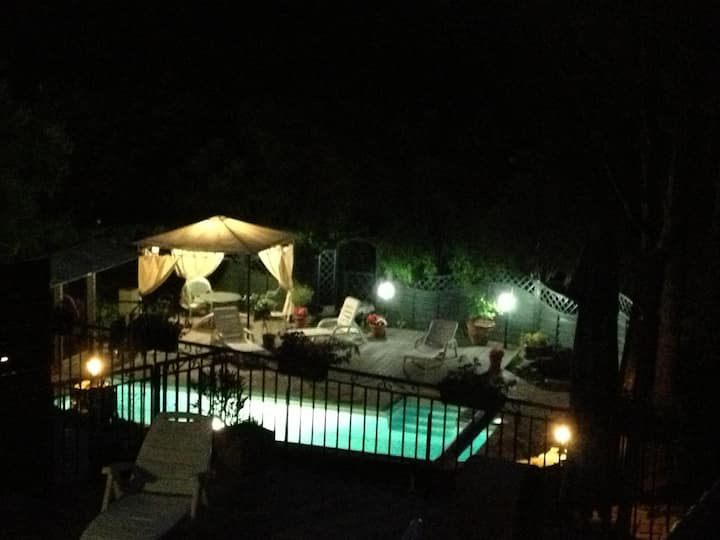 Chambre double, toute équipée, piscine