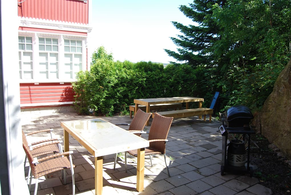 Terrace with furniture and a gassgrill (shared with the other apartments)
