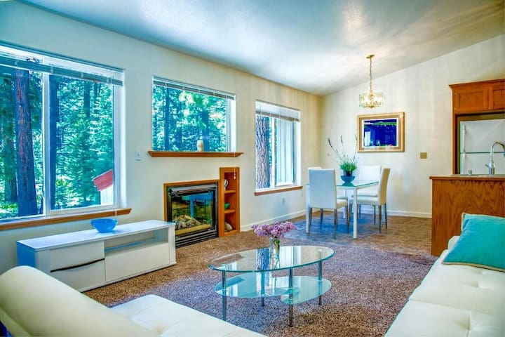 Stylish Lake Tahoe 3BR Near Skiing, Beach, Casinos