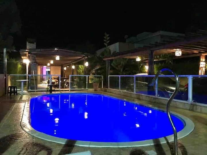 Casa no condomínio Porto Bello com piscina