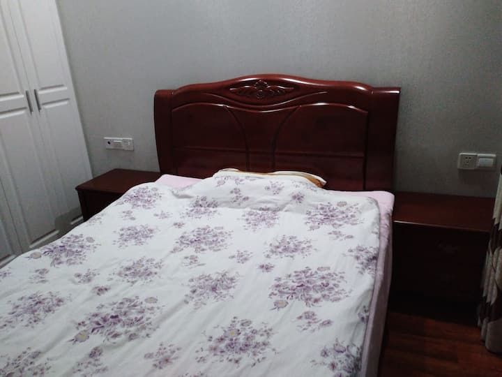 舒适纯天然橡胶床垫,保证睡眠。