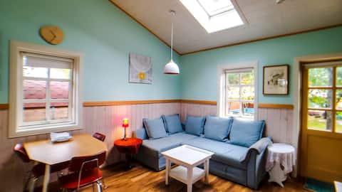 Backyard Village - Turquoise Cabin (Cottage)