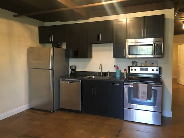 Modern 2/1 Downtown Apartment - Tallahassee - Apartment