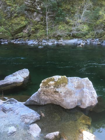 Klamath/Salmon River Cabin