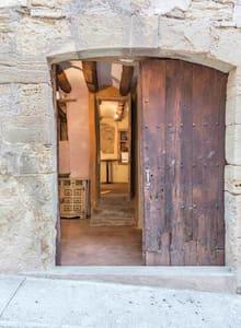 CA LA MARTA, encanto medieval y naturaleza