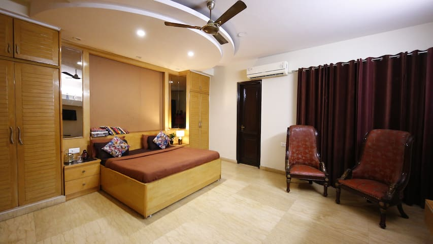 Affordable Studio Suite Room Nr New Delhi Station