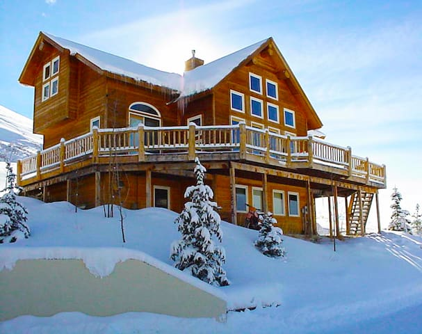 Ski in/ski out Home!, Year round views, Hot Tub