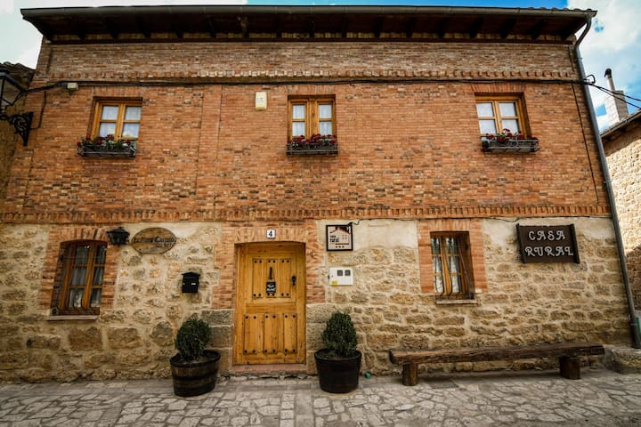 """Casa rural """"La Mora Cantana"""""""
