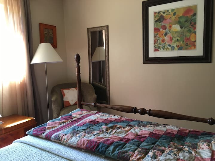 Entire Guest Suite 2 BDR/PRVT Entry/Bath, S Salem