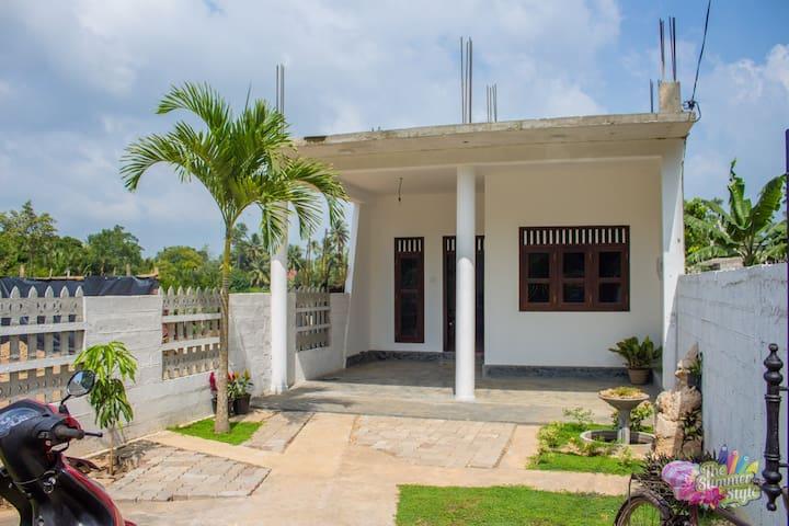 Budget house for 2 bedrooms - เวลิกามา