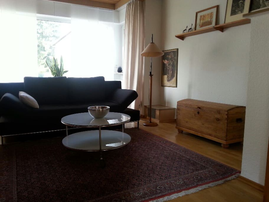 stadtnahe im gr nen gem tliche wohnung mit garten. Black Bedroom Furniture Sets. Home Design Ideas