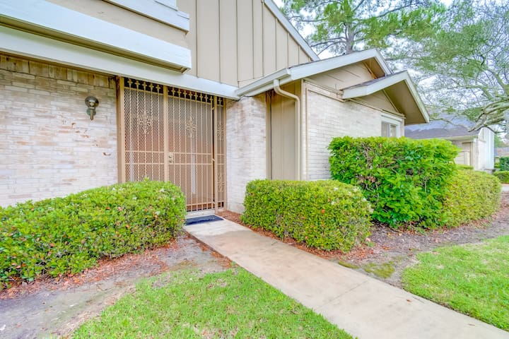 Spacious  3 Bedroom Townhome with patio and office
