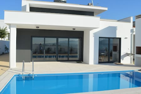 Holiday Villa with swimming pool - Nazaré