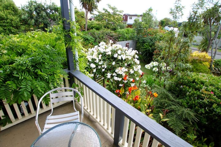 TWO BEDROOM APARTMENT IN PEACEFUL LOCATION! - Nelson