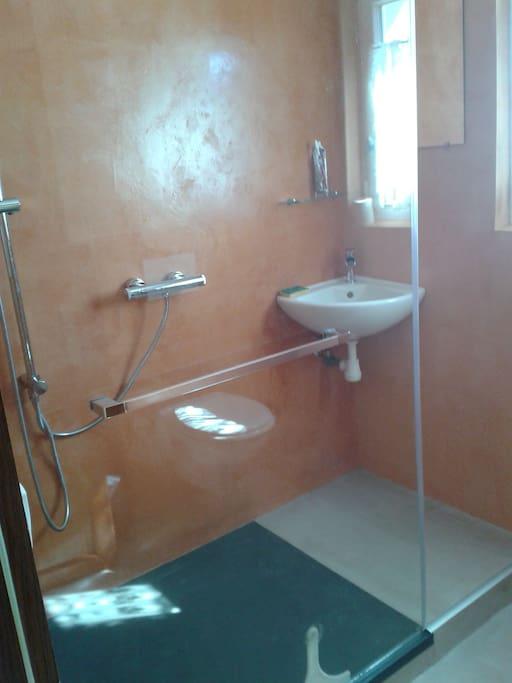 douche, wc à l'étage