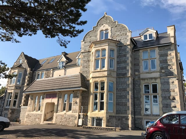 Wsm.Lovely apartment with sea views.Close to beach