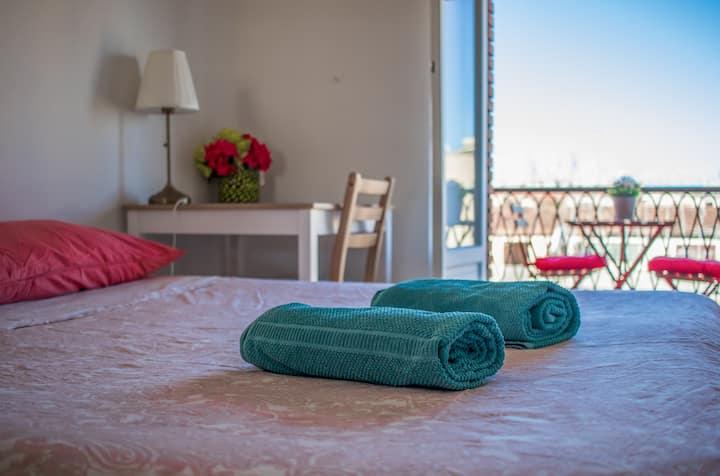 Bright and cozy room in Pigneto, private balcony