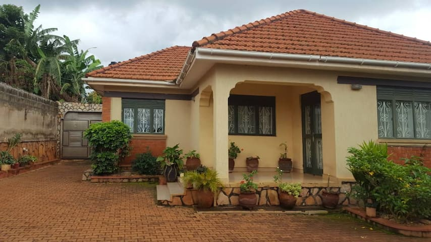 A cozy 3 bedroom house for you in Entebbe