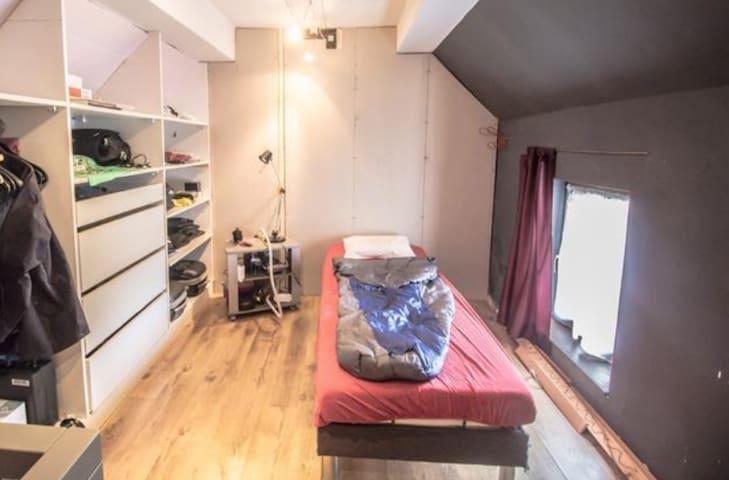 Rangements à gogo et lit comfort ---------- Plenty of storage and comfy bed
