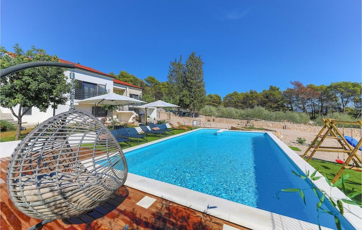 Nice home in Sibenik with Outdoor swimming pool and 2 Bedrooms