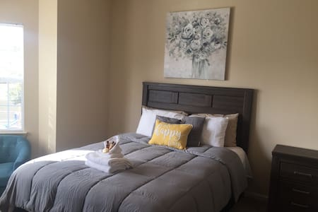 Comfy room mins from Downtown Macon & I-75