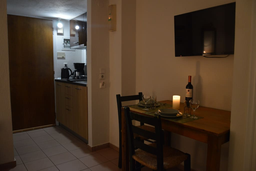 Studio Apartment, Kitchenette