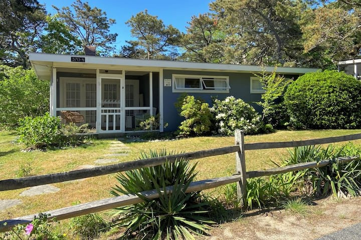 Beautiful Orig. Vintage 50's Cottage at Surf Side