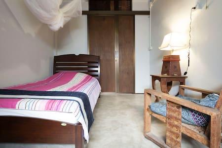 Charming Wooden Home in Town 1 - Hai Ya