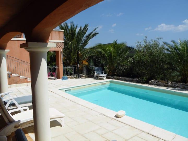 Appartement indépendant piscine vue colline et mer