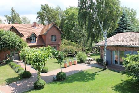 Wunderschöne Ferienwohnung auf Hof Himmelgrün - Saal - Appartement