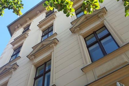 Wunderschöne Altbauwohnung in der Innstadt Potsdam - Potsdam - Appartamento