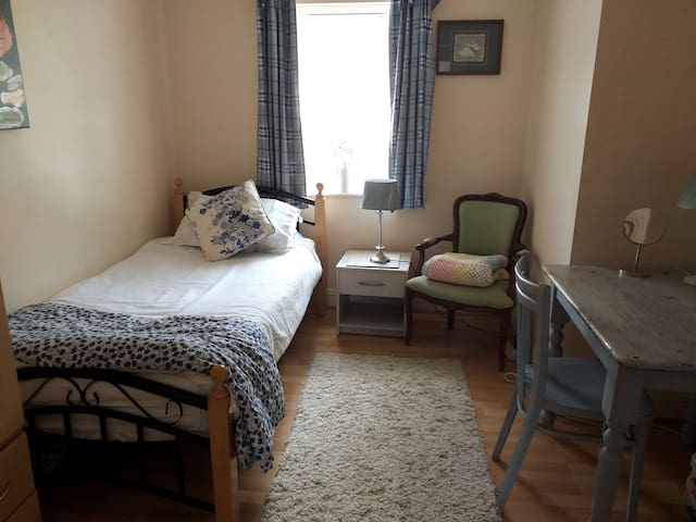 Single, simple room, ideal for the single guest