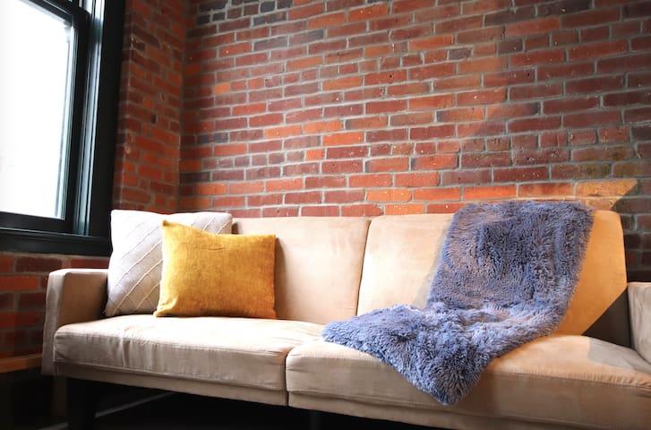 Cute & Comfortable Loft in beautiful Gastown
